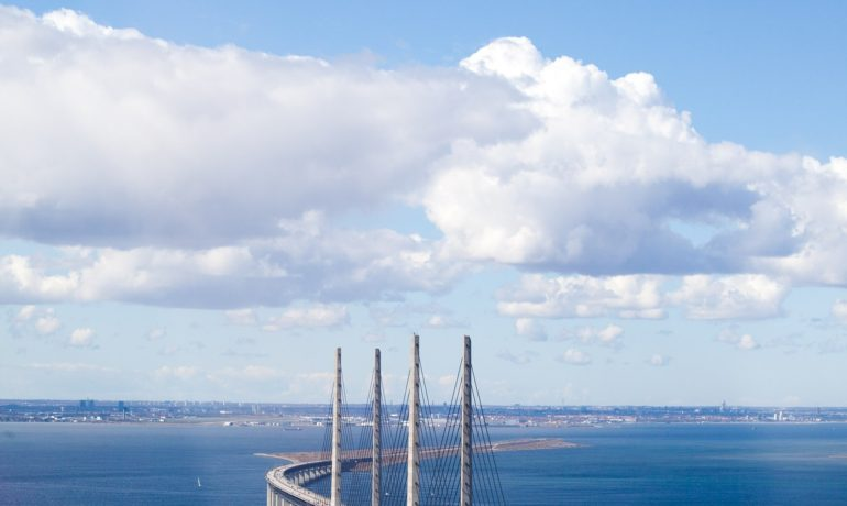 the-oresund-bridge-1151155_1920